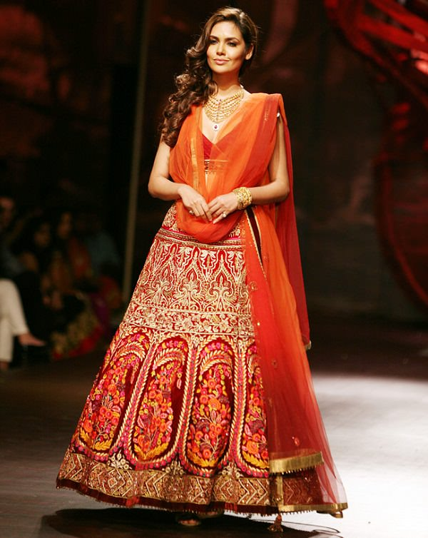 casual drape dupatta styles for brides, how to put dupatta on lehenga