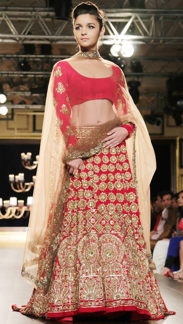 casual style indian bridal dupatta styles, ways to drape a dupatta on lehenga