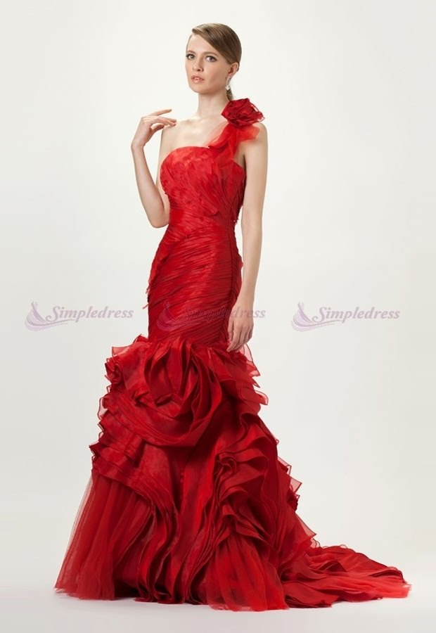 Exaggerated Drop Gown style for women to flaunt in marriage