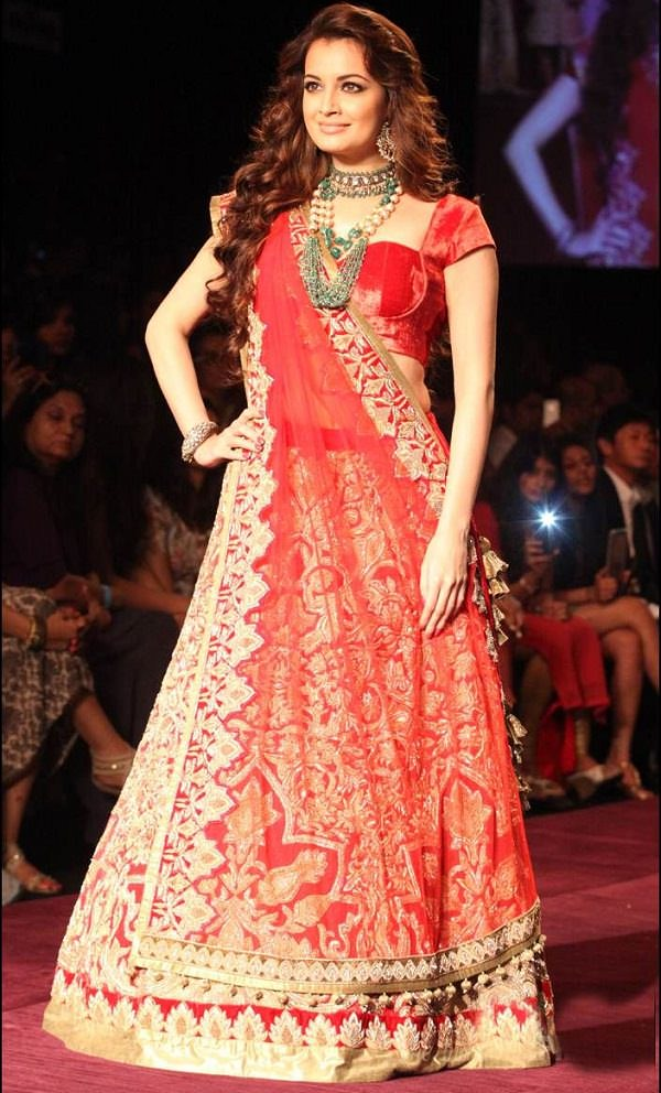 front pleat indian wedding dupatta styles, georgette lehenga choli with great dupatta drape style
