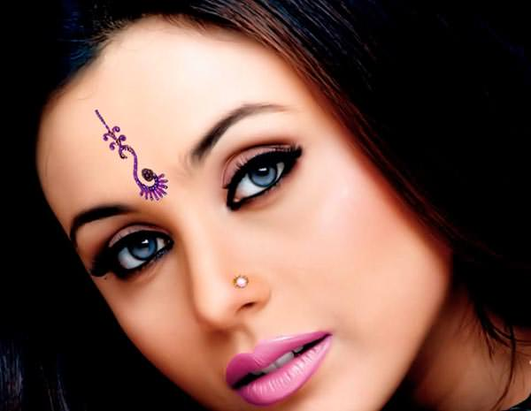 Round shaped face Rani Mukherjee in long vertical as well as small round Bindis