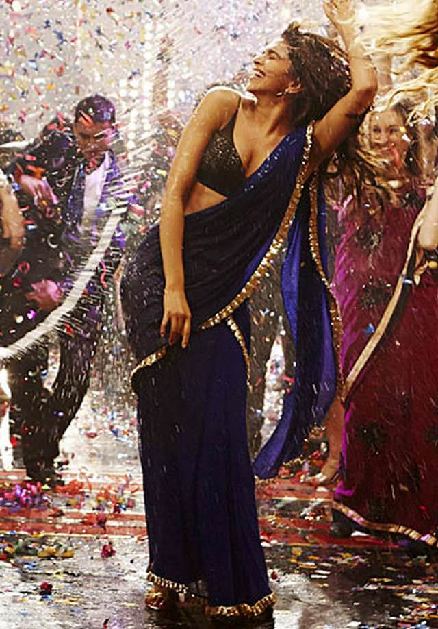 deepika looks slim in royal blue saree