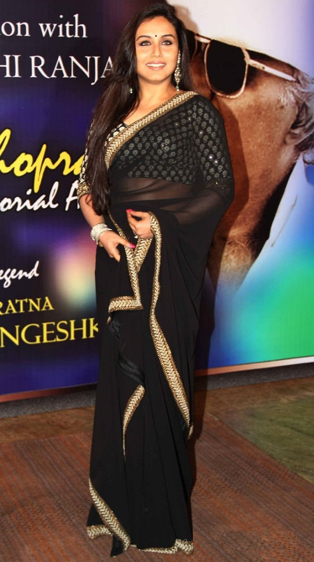 what to wear under saree to look slim, how to look beautiful in saree