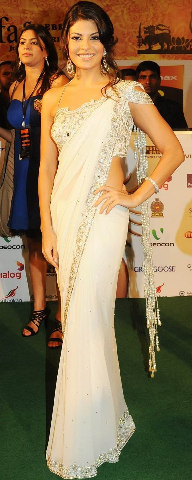 short patli saree draping style to look slim and taller, Jacqueline Fernandez in beautiful saree