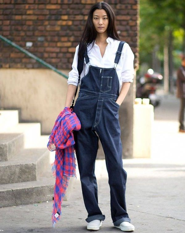how to wear loose or baggy white t-shirts with dungarees