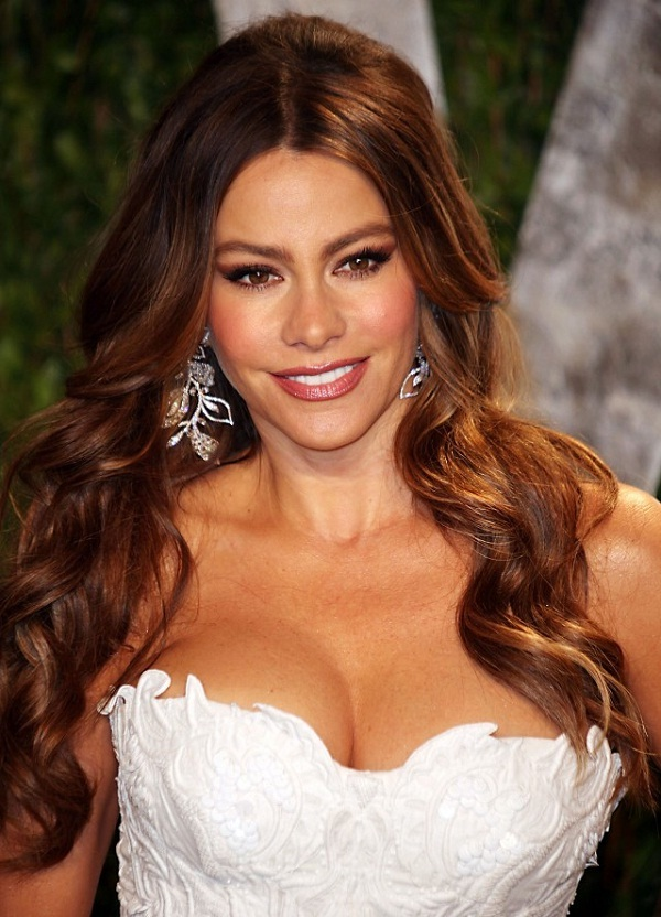 sofia vergara boobs escaping in bra