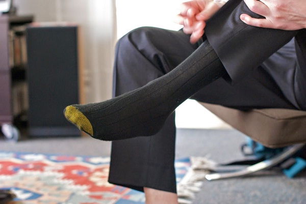 how to match socks colour to your outfit, never match your socks with shoes match with trouser