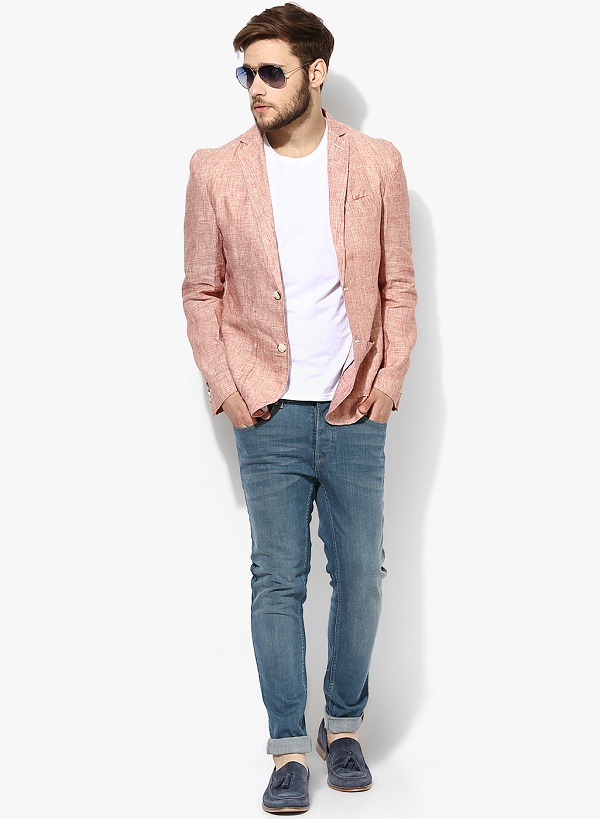 Get perfect Business Casual look by wearing Bright Linen blazer with jeans