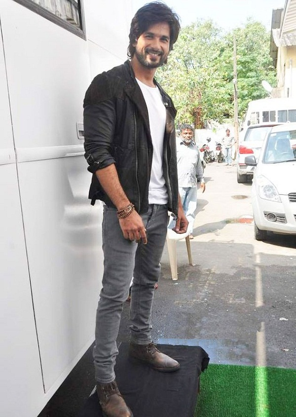 shahid kapoor leather jacket