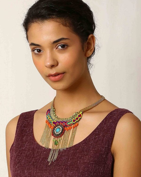 what type of necklace to wear with a round neck dress