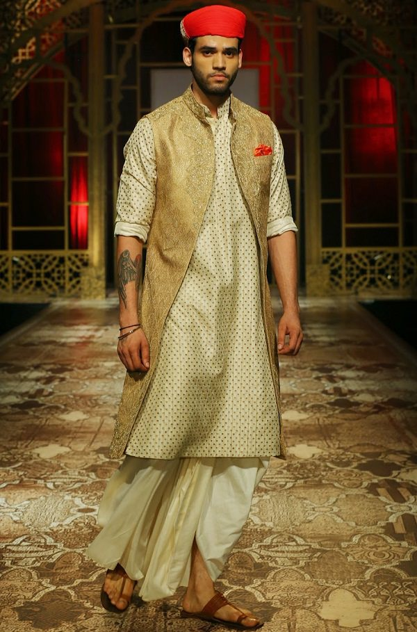 Dhoti with Turban