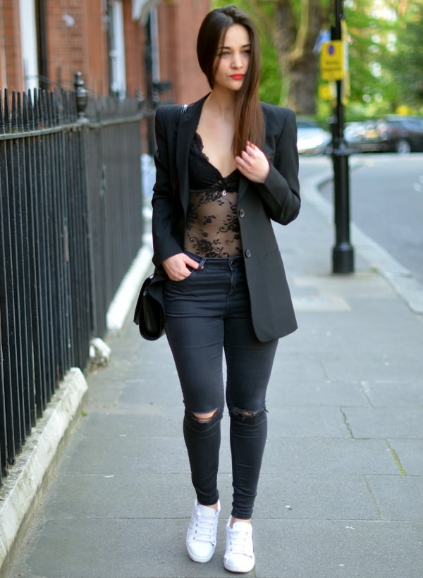 f0d176b4ed3 16 Cool Ways To Flaunt & Style Your Bodysuits - LooksGud.in