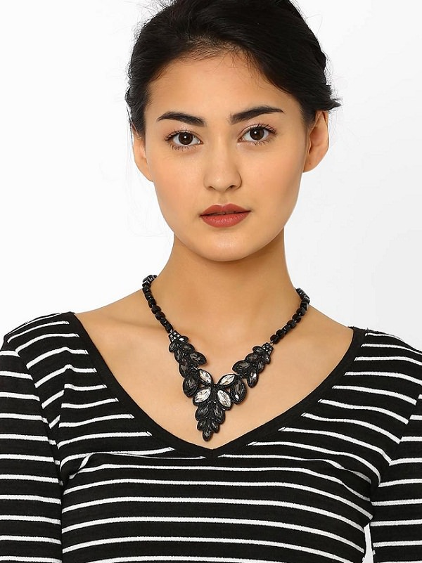 perfect Necklace choosing guide for V-Neck