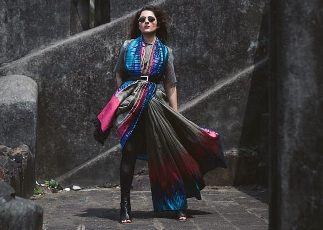 create the fusion like fashion pro by pairing saree with belt and peep toe black boots