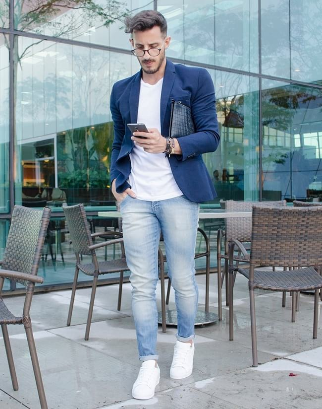 how to dress up a white t-shirt and jeans fashionably, blazer with jeans men smart casual street style look