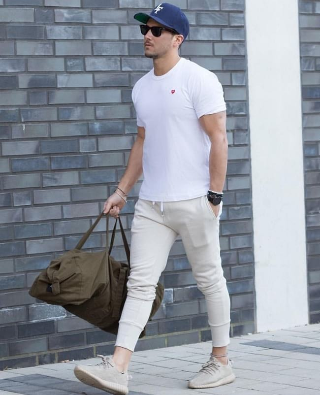 what to wear with a white tees, classy casual outfits for guys