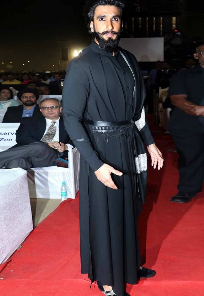 black traditional look of ranveer singh