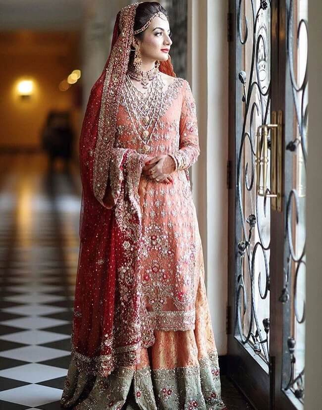fe4123ee5e 33 Pakistani Bridal Lehenga Designs to Try in Wedding - LooksGud.in