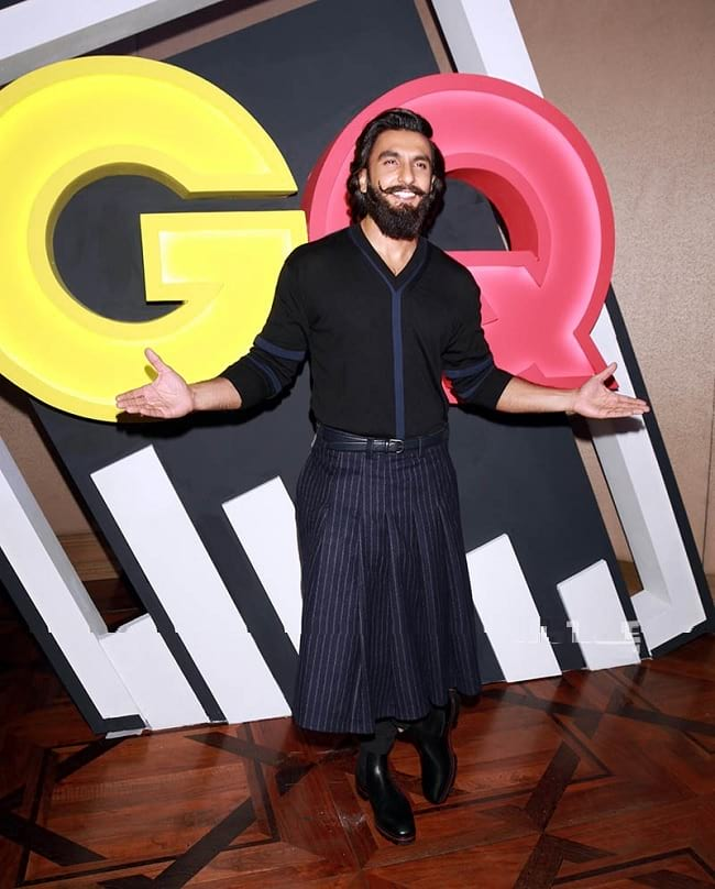ranveer singh seen one funtion in women look