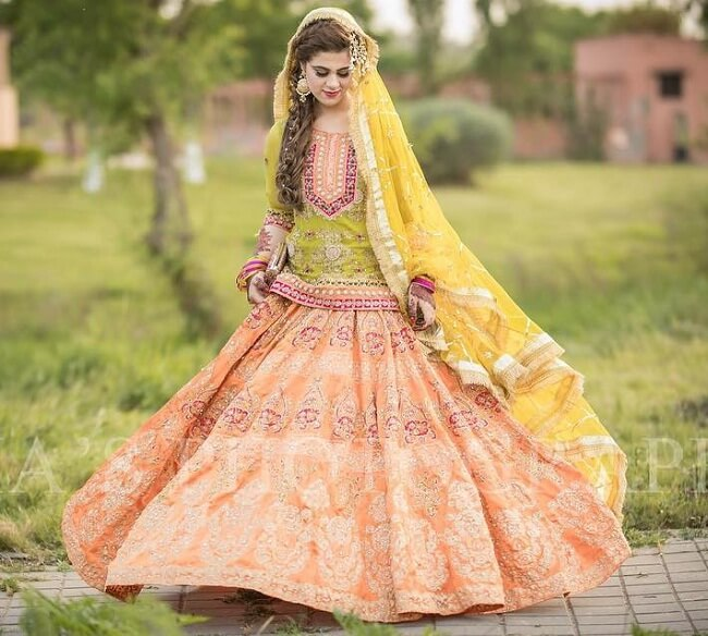 latest pakistani lehenga designs online