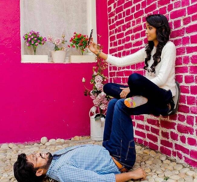 pose ideas for destination pre wedding photoshoot