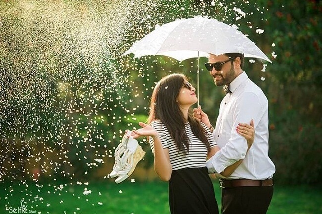 pre wedding shoot in rain