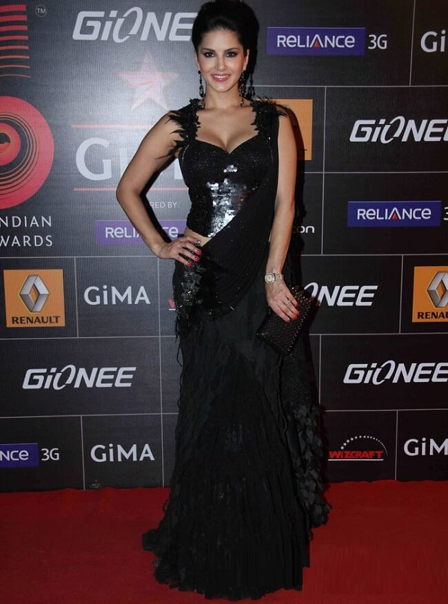 sunny leone wear gorgeous black saree in event