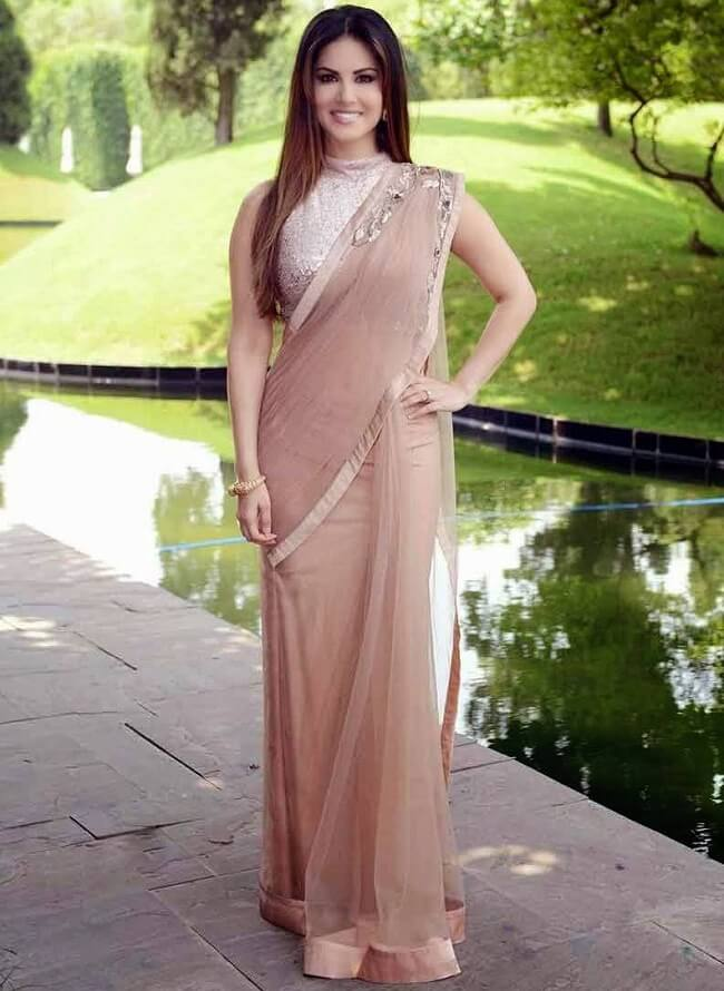 sunny leone cool in simple brown saree