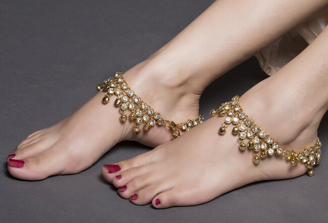 significance of anklet on a woman's feet