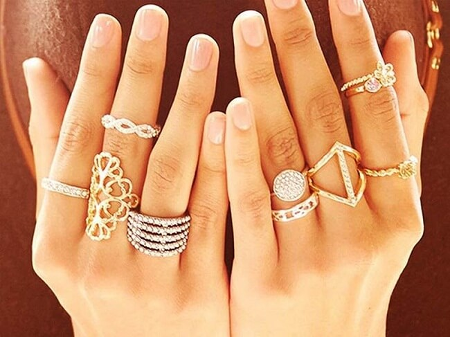 symbolic meaning of rings on fingers